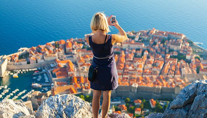 Whats the best way to show off your latest Travel photos_327x184